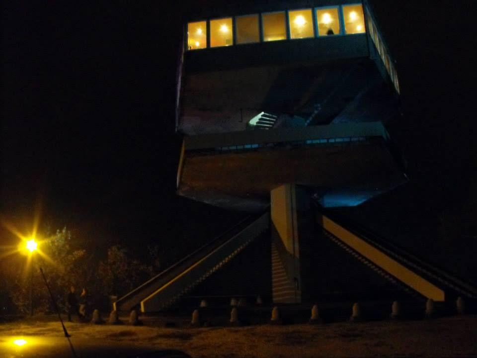 Az űrhajó az Avason